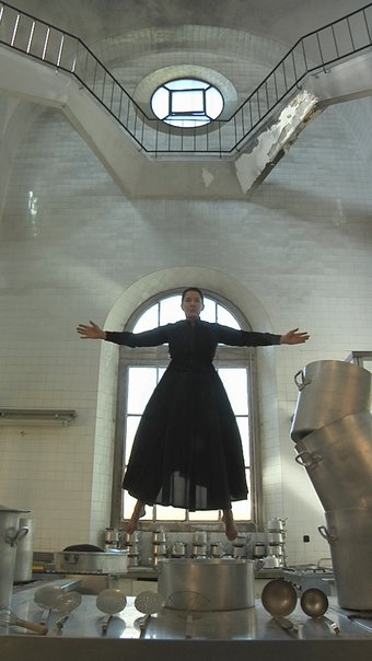 Marina Abramovich,The Kitchen Levitation filmstill.jpg